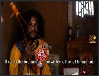 Baul یا Bauls (بنگالی: বাউল) گروهی از عرفای منجمد عناصر آمیخته تصوف و وایسناویسم از منطقه بنگال ، متشکل از بنگلادش و ایالات هند بنگال غربی ، تریپورا و دره باراک است. Bauls هم یک فرقه مذهبی متشکل از یک سنت سنتی است. Bauls یک گروه بسیار ناهمگن است ، با بسیاری از فرقه ها ، اما عضویت آنها عمدتاً متشکل از هندوهای Vaishnava و مسلمانان صوفی است. اغلب آنها را می توان با لباس های مشخص و آلات موسیقی آنها شناسایی کرد. لالون شاه به عنوان مشهورترین قدیس بائول در تاریخ شناخته می شود.اگرچه Bauls تنها بخش كمی از جمعیت بنگالی را شامل می شود ، اما تأثیر آنها بر فرهنگ بنگال قابل توجه است. در سال 2005 ، سنت بائل بنگلادش در فهرست شاهکارهای میراث شفاهی و ناملموس بشریت توسط یونسکو قرار گرفت.