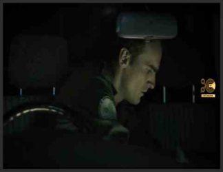 پلیس مرد تنها در ماشین در نمیشه شب